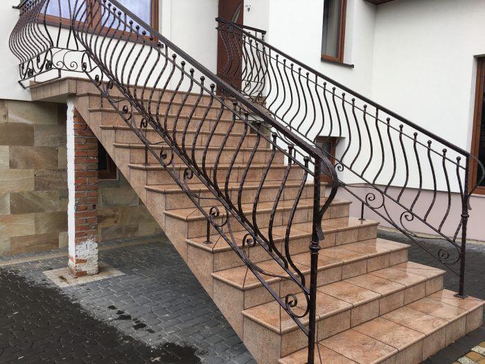 Balustrada metalowa z poręczą na schody zewnętrzne