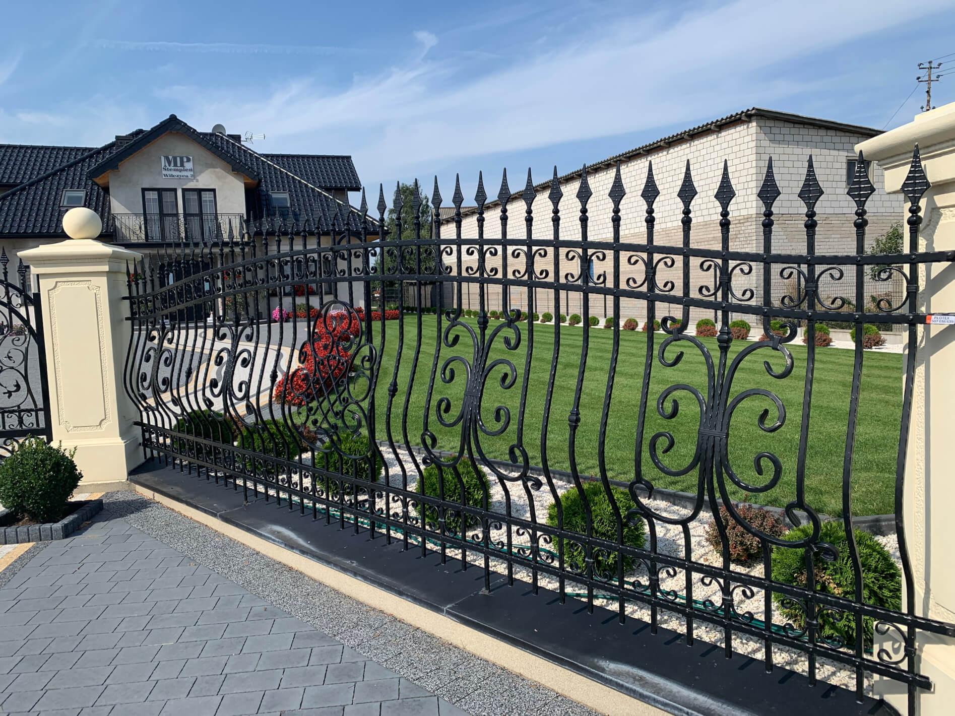 Nowoczesne ogrodzenie kute