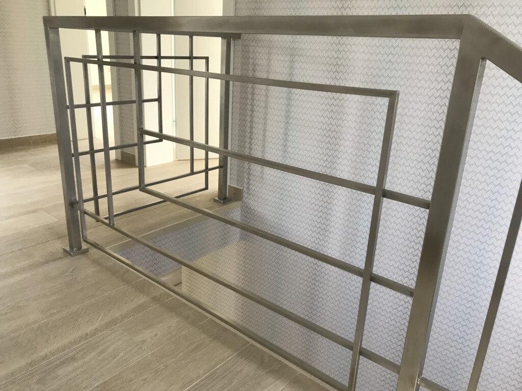 Balustrada metalowa na schody wewnętrzne