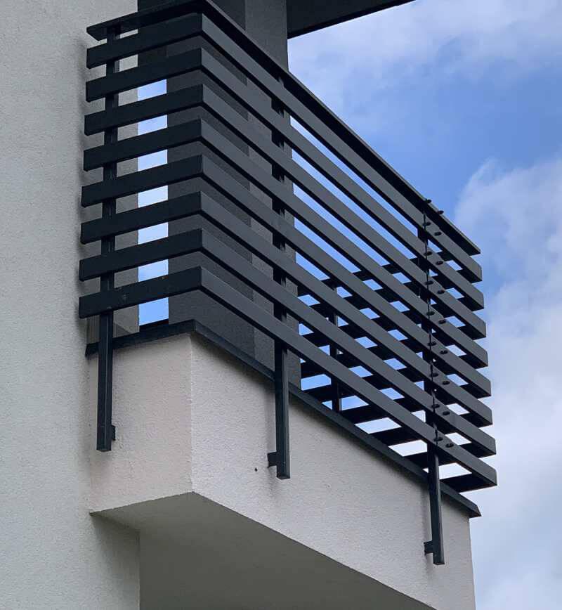 Wykonujemy piękne balustrady ze szkła i metalu