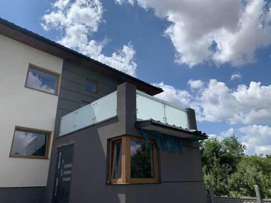 Balustrada szklana na balkon oraz taras
