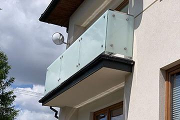 Producent nowoczesnych balustrad szklanych na balkony i taras