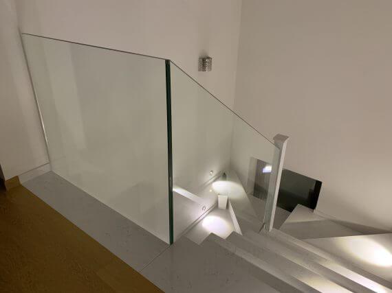 Jesteśmy producentem nowoczesnych balustrad wewnętrznych ze szkła