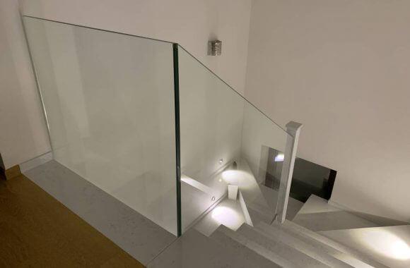 Balustrada szklana na schody wewnętrzne