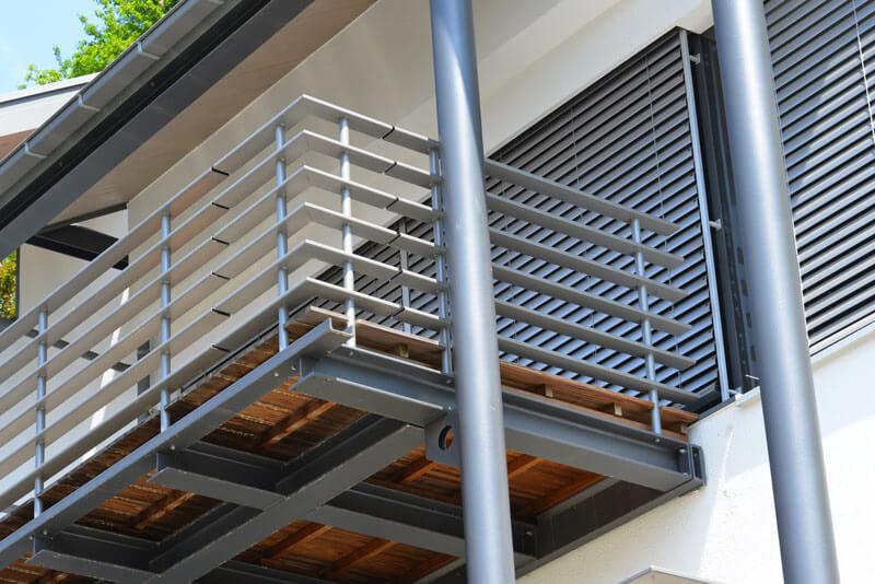 Balustrada balkonowa – jak zrobić, ile kosztuje ijaką powinno się wybrać - Płotex