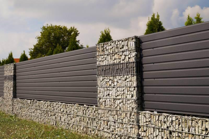 Nowoczesne, solidne ogrodzenie gabionowe