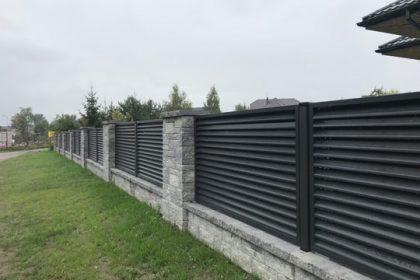 Ogrodzenie żaluzjowe z podmurówką betonową - plotex.net.pl